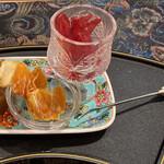 花咲み荼 - ハイビスカスの花びらの砂糖漬け 温習みかんとラフランスのドライフルーツ ういろうの様なものりんご味とパイン味