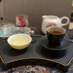 花咲み荼 - 文山包種子茶と、蜜香紅茶(茶王の)