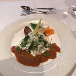 ESCOFFIER - この魚は隣のビュッフェレストランで出るようなもの。ソースも・・