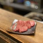 焼肉ホルモン 龍の巣 - 厚切り上塩タン 1,500円