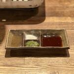 焼肉ホルモン 龍の巣 - 調味料たち