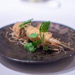 ロドラント ミノルナキジン - 稚鮎のカダイフ揚げ、 胡瓜のワッカモレとメロンのピクルス