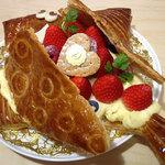 ア・ポワン - 苺のポワッソン。レシートにはポワッソンダブリルとあったので本来エイプリルフールに食べるケーキですね。2012.06.29