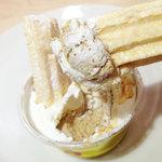 ア・ポワン - ムラングカフェ。クリーム、美味しいですね。やっぱりシャキッとしたムラングにつけるのが好き。2012.06.29