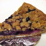 ア・ポワン - 名前失念…グリオットのクランブルケーキのような気が。。。すみません。酸味のしっかり出てるタルトでした。2012.06.29
