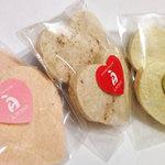 ア・ポワン - ポン各種。ムラングの焼き菓子ですが、なんだか綿菓子みたいな風味もあって素朴さがいいですね。2012.06.29