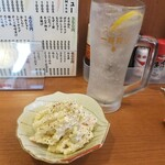 大衆酒場ジャンプ - マカロニサラダとレモンサワー