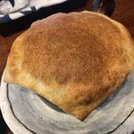 136544055 - まるごとロースト玉ねぎのコンビーフボムとゴーダチーズのパイ包みスープカレー」1,370円