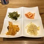 水刺齋 - セットの韓国惣菜4種