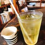 カフェ コチ - カモミール(680円)シロップも。