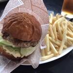 パスタイム - 洋光台ハンバーガー+ポテト+ドリンク 840円(税込)