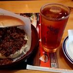 コメダ珈琲店 - 料理写真:コメ牛 肉だくだく(1280円税込)、お伊勢さんの和紅茶「瑞」アイスティー(530円税込)
