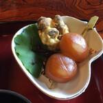 136557400 - 玉蒟蒻、ムカゴ(山芋の種芋)の天婦羅、仮面ライダーの佃煮