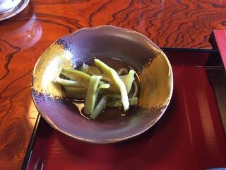金左ヱ門 - 食材が分からない。カンピョウかな?いや、山クラゲと言うらしい。シャキシャキの食感だった。