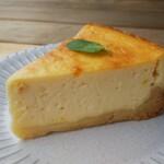 タカオサン ベース キャンプ カフェ バー - レモン香るベイクドチーズケーキ