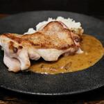 ガールドボーヌ - 築地宮川 鶏もも肉のソテー、セップ茸のソース