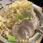 麺屋 愛0028 - らー麺 麺大盛りニンニク増し