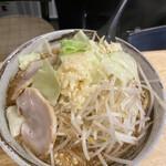 麺屋 愛0028 - 相席のおじ様の赤みそらー麺800円 麺大盛り