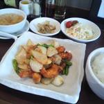 13657611 - 週替わりランチ エビと野菜の甘辛炒め