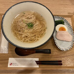 ハチ花乃 - 中華そば 700円税込 鶏出汁のスープがうまし!