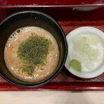 136570815 - とろろせいろ ¥630 の薬味、つゆ