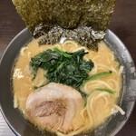 市ヶ家 - とんこつ醤油 並盛(麺普通、味濃いめ、油多め)
