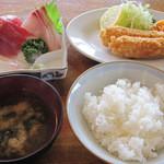 見晴亭 - A定食 (お刺身、海老フライの定食) 2000円