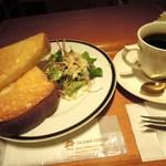 小川珈琲 - トーストとサラダのモーニング(¥450)