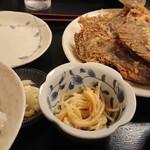 136580501 - カレイ唐揚げ定食(¥920)。                       カレイの大きさに注目!