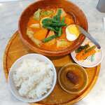 シンガポール海南鶏飯 - ロントン(¥1000)。海老出汁とココナッツミルクをたっぷり使う、シンガポール風のスープカレー