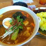 スープカレー トムトムキキル - 納豆キーマ豆腐のスープカレー。
