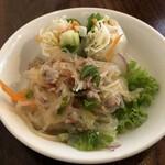タイ屋台 チャオ チェンマイ - セットのサラダと生春巻き