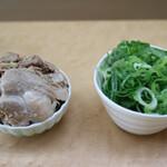 中華そば 雲ノ糸 - はじき豚(100円)とこの日は無料のネギ