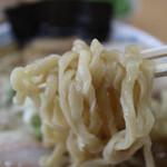 中華そば 雲ノ糸 - 麺はピロピロ系