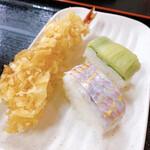 136590413 - 海老天、イトヨリダイとりゅうきゅうの寿司