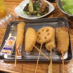 串カツ田中 - 5本盛 牛串、豚串、レンコン、玉ねぎ、海老。