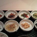 宮廷焼肉 千の花 - 8種類の日替わり惣菜
