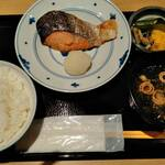 八吉 - サーモン定食