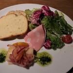 136608371 - ランチ(前菜サラダパン)