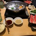 しゃぶ菜 - 両方とも昆布だし!!