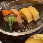 新三浦 - 筑前煮と出汁巻。