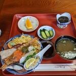 魚春 - 料理写真:海鮮丼@1000(込)