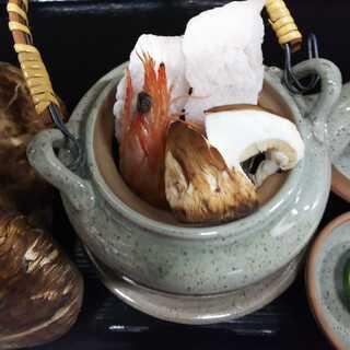秋の味覚松茸の土瓶蒸し