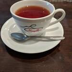 メルジェリーナ - 紅茶。特に希望を伝えなければデザートも食べ終わった最後に出てきます。