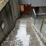 忍庭 - 【'12/05/22撮影】外観の地下1階入口への風景です