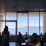 スターバックスコーヒー - 窓の向こうに明石海峡大橋