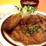キッチンABC - 2番 チキンステーキとミートコロッケデミグラスソース (ライス、スープ付)¥950