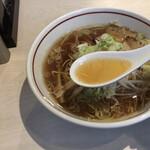 ラーメン 一刻 - 牛骨スープ