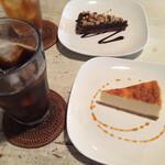 Midsummer Cafe 夏至茶屋 - チーズケーキとアイスコーヒー/くるみのチョコケーキとアイスティー