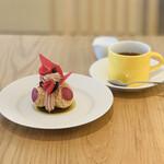 136662892 - ケーキ+お茶
